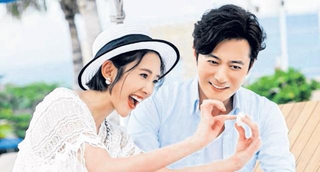 张东健(右)与唐艺昕会在剧中发展一个最纯洁的爱情故事。(互联网)