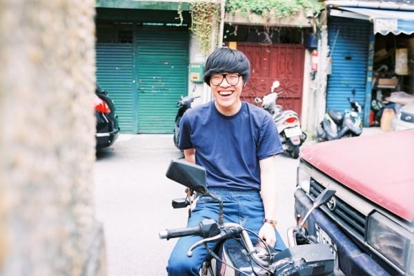 退伍后,卢广仲对未来失去方向,心情陷入低潮,一年多写不出歌。(互联网)