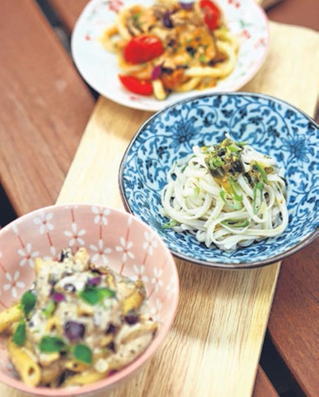 馆子提供18种面食,并以小碗小碟呈现,务必要食客品尝口味各异的各种面条。(Chow Fun)