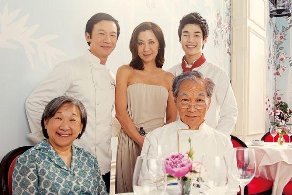 电影由(后排右起)Henry、杨紫琼、黄经汉领衔主演。(采昌国际提供)