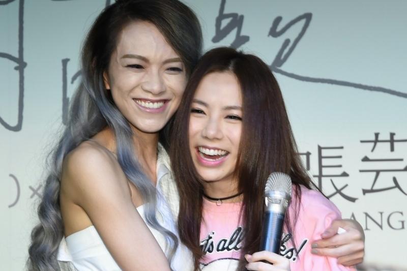 张芸京(左)与邓紫棋。(互联网)