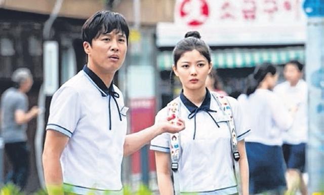车太铉(左)和金裕贞的新片《因为爱》下个月上映。(互联网)