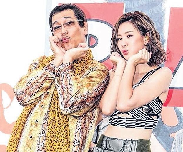 安心亚(右)与Piko太郎。(互联网)