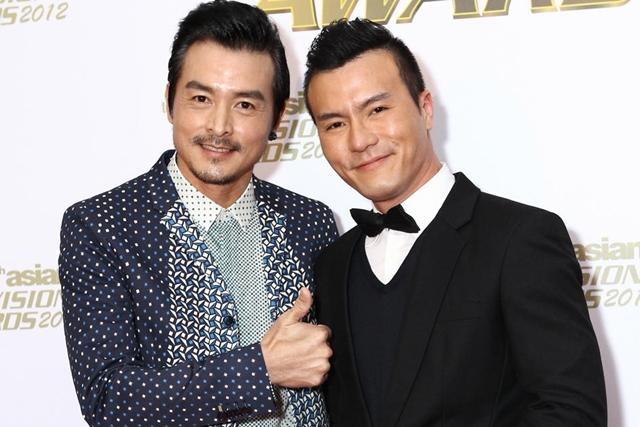 李铭顺(左)和弟弟李洺中四年前在亚洲电视大奖首碰头。(档案照片)