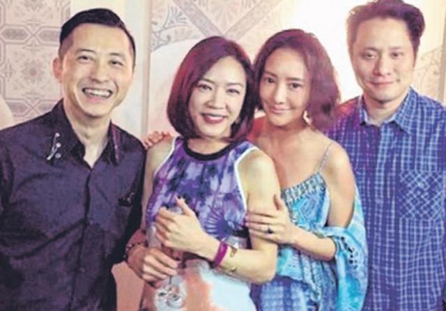 哈林(左)和老婆张嘉欣(左二)传出做人成功,右为关颖夫妇。(互联网)