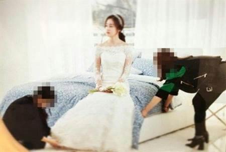 金泰熙之前拍的婚纱广告。
