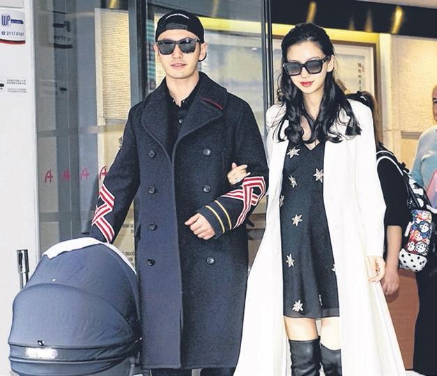 """黄晓明昨天接老婆和儿子""""小海绵""""出院。(互联网)"""