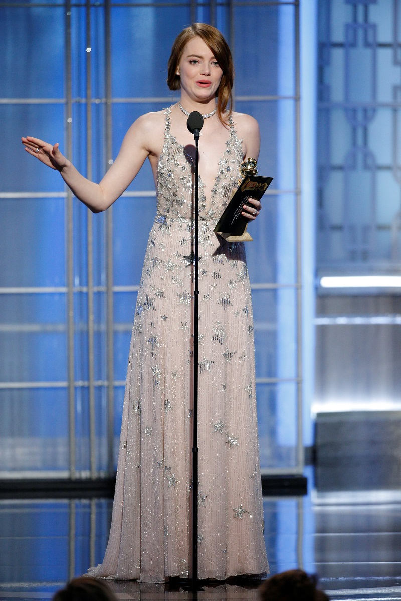 Emma Stone以《La La Land》夺得音乐喜剧类最佳女主角。