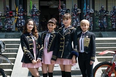 Lucia(左起)、钟羽、赵尧珂、陈诗敏在象山片场拍摄《终极三国2017》。