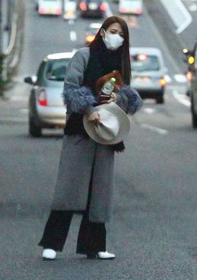 《女性SEVEN》周刊3初拍到32岁女舞者武田舞香出入中居正广家中。