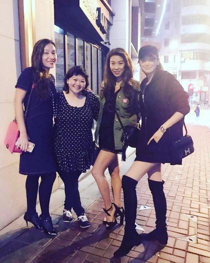 吴佩慈最近晒出的照片看不出怀孕迹象。