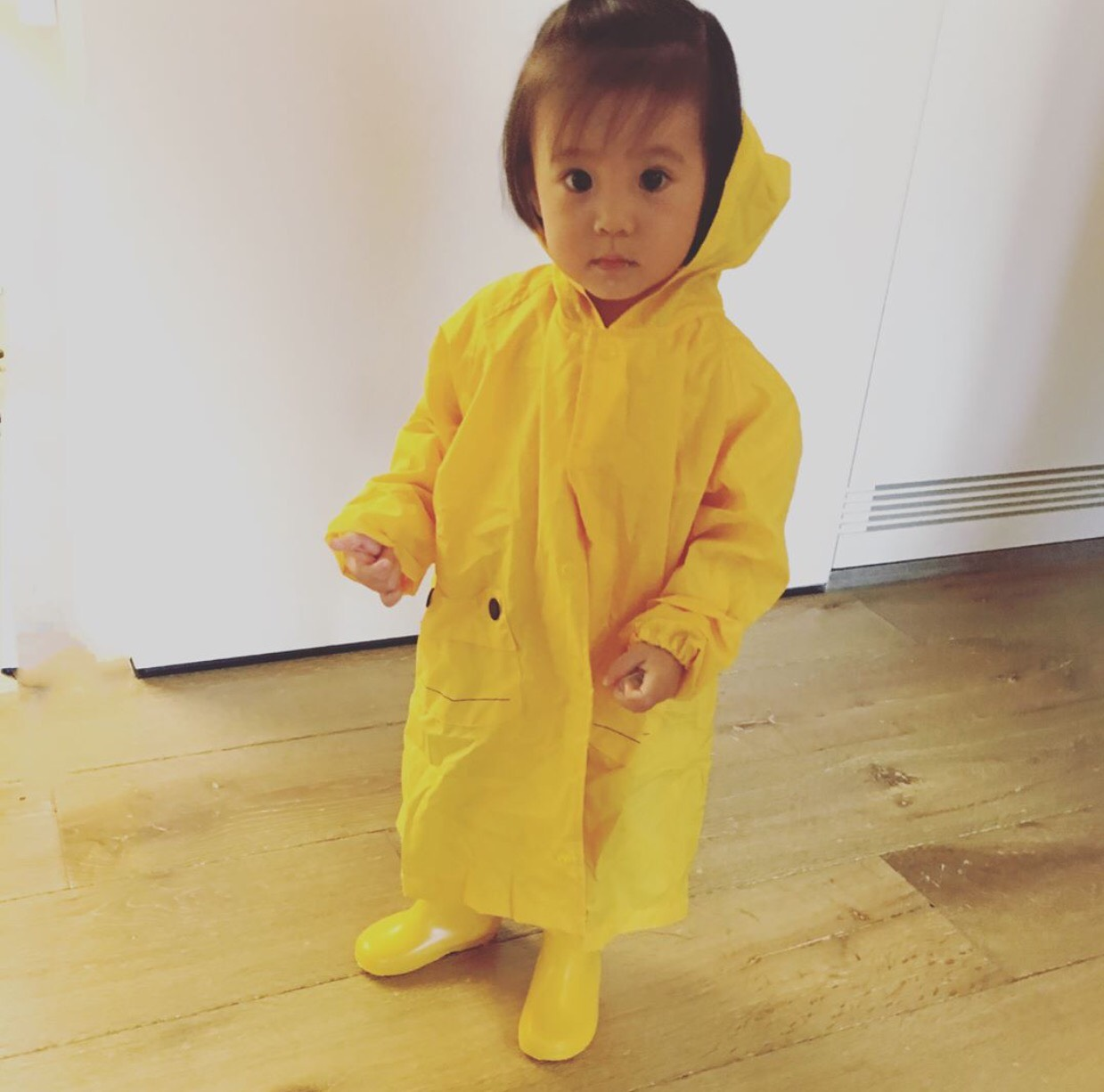 咘咘身穿雨衣的萌样!